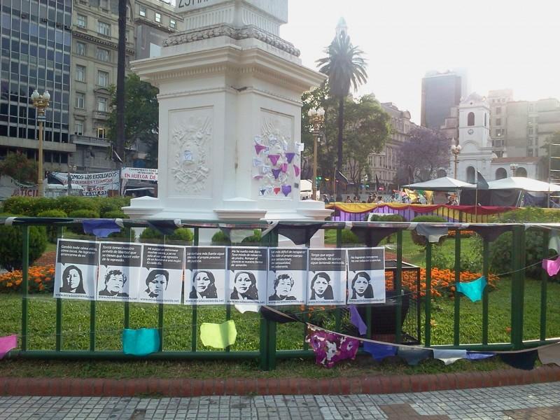 Plaza de Mayo   Intervención en solidaridad con la Campaña Autónoma contra la Violencia Sistemática de Género