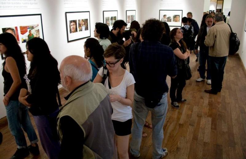 Mirada sotenida en el MUNT en Tucumán. Bienal Argentina de Fotografía Documental 2012.